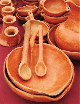 ARTESANÍA CHILENA:Artesania en Madera Chile es un país muy rico en maderas, con especies muy poco conocidas en otras regiones y con características especiales con respecto a las texturas y color. Entre las usadas por la artesanía podemos encontrar al raulí y el alerce