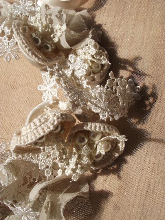 Collare con fiori di seta  perle passamanerie e di Khalisagioielli, €120.00