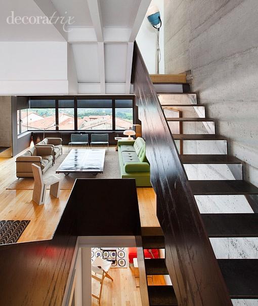 M s de 1000 im genes sobre casas y pisos en pinterest - Salones con escaleras ...