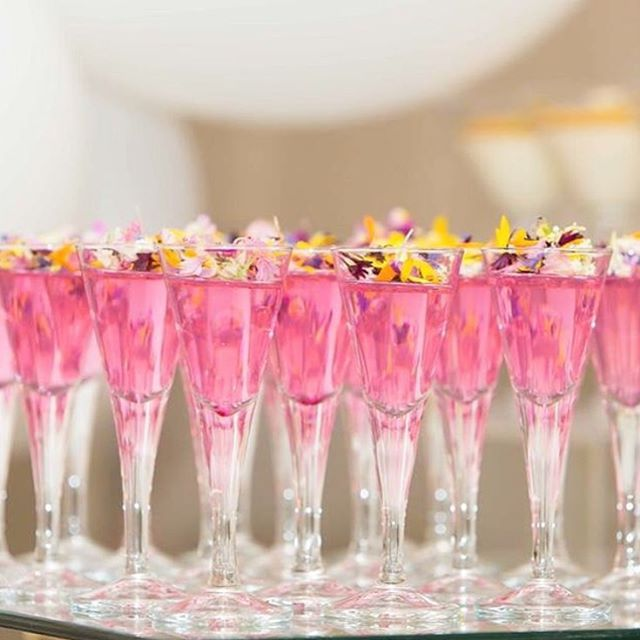 Strawberry jelly with edible flowers by @dessertsbyjoey