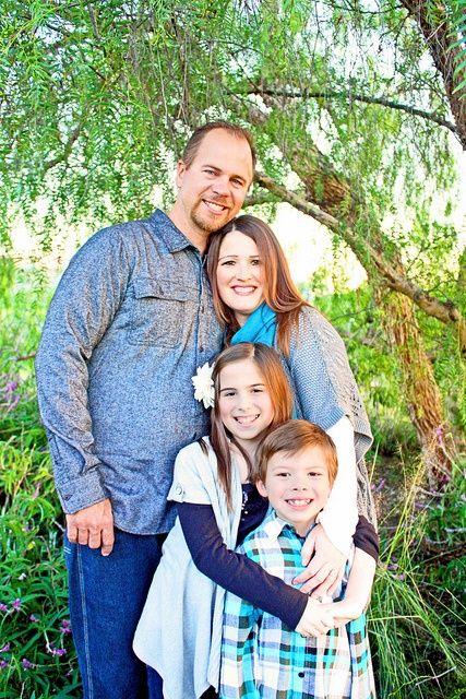 Family pose photo ideas
