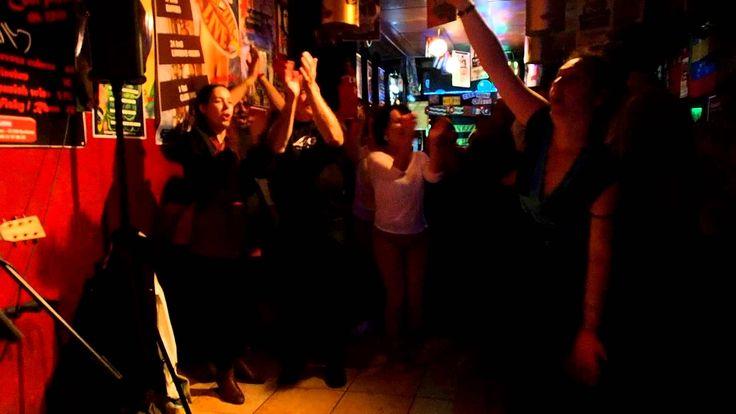 la raja de tu falda by LGB à CASA LATINA Esparatrapo (BDX 13-04-2014)  Comme à chaque venue de musiciens espagnols à la CASA LATINA, Luis Garate Blanes en duo avec Regis Fernandez ne manquent pas une occasion de partage la scène avec les artistes invités, cette soirée de 13 avril ne change rien aux habitudes et ESPARATRAPO devient groupie, fan de LGB DUO, une soirée esquise et fantastique d'ambiance sans retenues !!  Merci à tous les artistes pour ce moment exceptionnel !!!