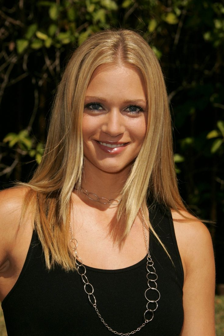 A.J. Cook Health, Fitness, Height, Weight, Bust, Waist, and Hip ...