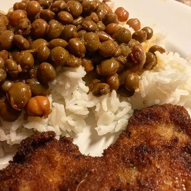 My Abuelo wanted a traditional Puerto Rican meal last week so I whipped up  #gandules guisados (stewed #pigeonpeas) over rice with a #chuleta empanado (breaded #porkchop). Delicious quick and authentic. Peep the story highlights for more!  #puertoricanfood #puertoricancuisine #weeknightdinner #comfortfood #chseats #sofritoproject