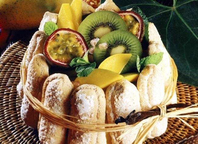 Charlotte aux fruits exotiques (France)