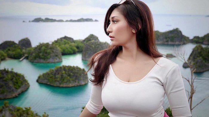 Baby Margaretha - 5 Pesona Potretnya Saat Keliling Indonesia Sungguh Memesona, Awas Salah Fokus!
