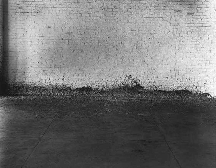 Ричард Серра, «Расплескивание», 1968. Свинец, неопределенные измерения. Работа уничтожена