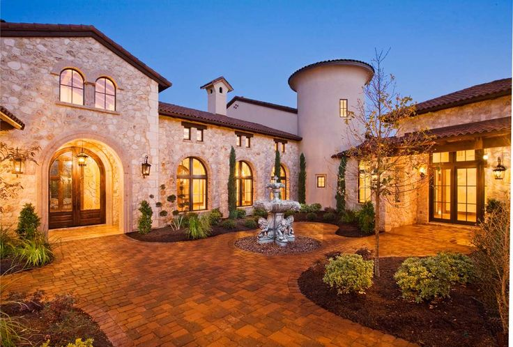 Entry Courtyard of Tuscan style home, Austin, Texas #CourtYard #Landscape #Outdoor  ༺༺  ❤ ℭƘ ༻༻  IrvineHomeBlog.com