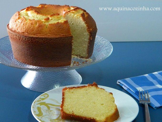 """Receita de Bolo Simples ou Bolo de """"Nada"""", aquele bem simples que fazemos para comer com café ou mesmo usar como bolo básico para montar Bolo de Aniversário, ou bolo com recheio e cobertura."""