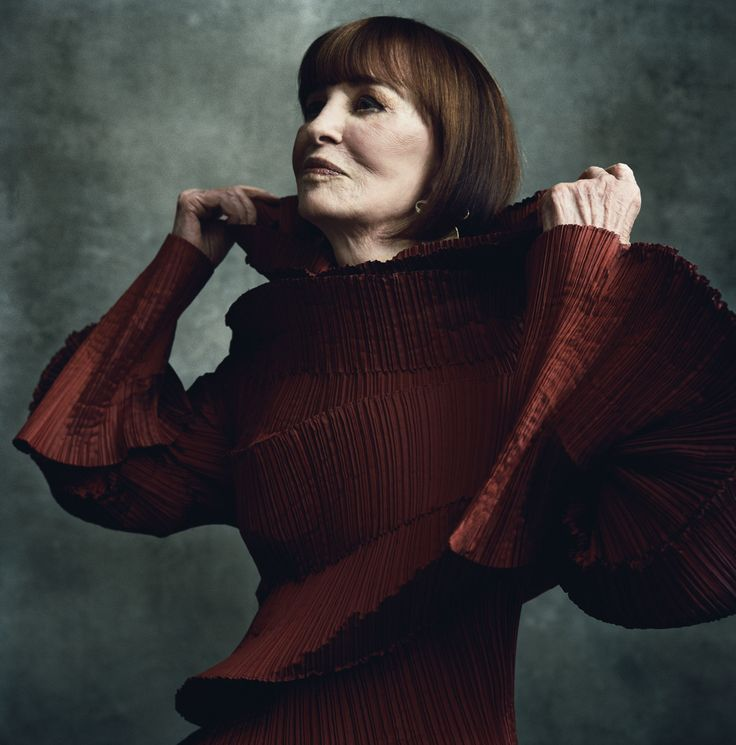 Gloria Laura Vanderbilt, age 90, is an American artist, author, heiress & socialite. She is a member of the Vanderbilt family of New York. She was the only child of railroad heir Reginald Claypoole Vanderbilt & his 2nd wife, Gloria Morgan. She became heiress to a half share in a $5 million trust fund upon her father's death when she was 18 months old. She married her 4th husband, author Wyatt Emory Cooper in 1963. They had two sons: Carter Vanderbilt Cooper & CNN news anchor Anderson Cooper.