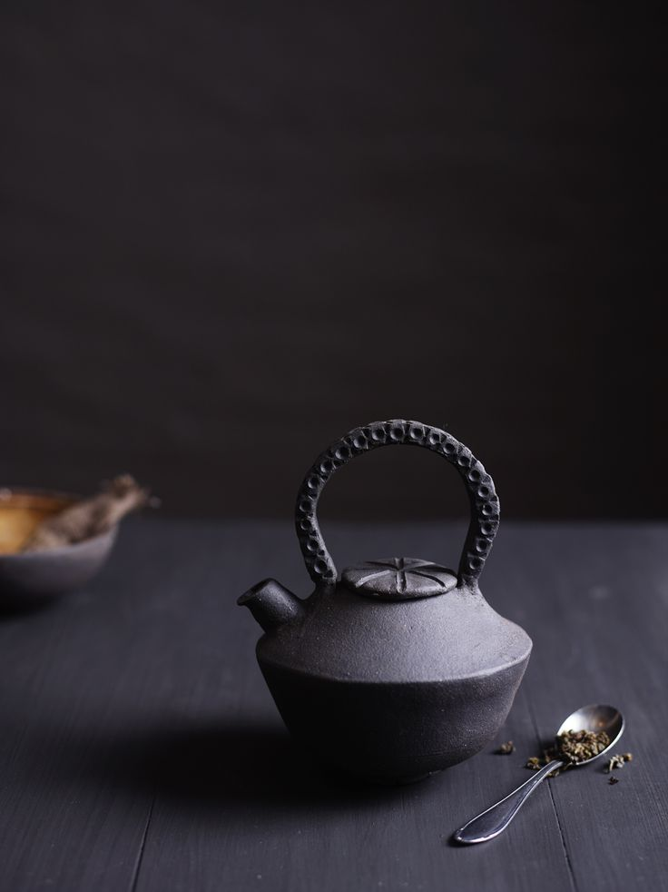 Black ceramic teapot by Ragnhild Wik Photo: Siren Lauvdal Styling: Kirsten Visdal
