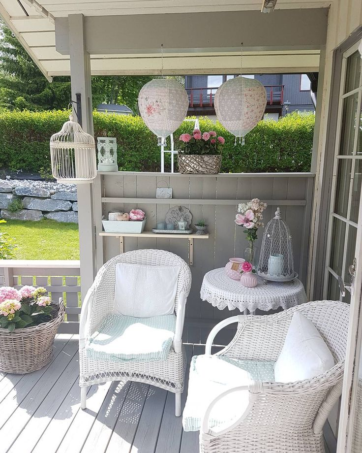 Another Sunny Day 🌸🍃🌸 #interior #interiør #interiørglede #outsidedecor #flowers #floweroftheday #fridayevening #weekend #havefun #enjoylife #wonderful #day #porch #homebyme #hjemmekos #homesweethome #littlemix #details #9nterior @9nterior #instaphoto #instapost #instafollowers #instalikes #🌸