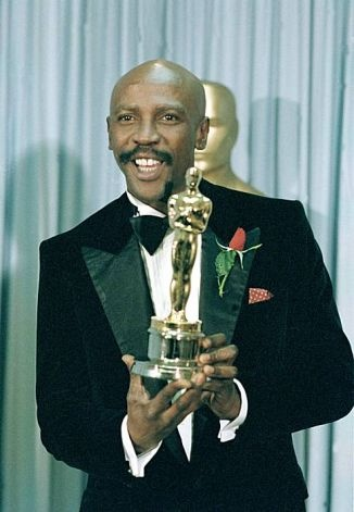 """Lou Gossett Jr., poses with his Oscar for best supporting actor for his role in """"An Officer and a Gentleman"""" at the 1982 Academy Awards in Los Angeles, Ca., April 11, 1983. (AP Photo/Reed Saxon)"""