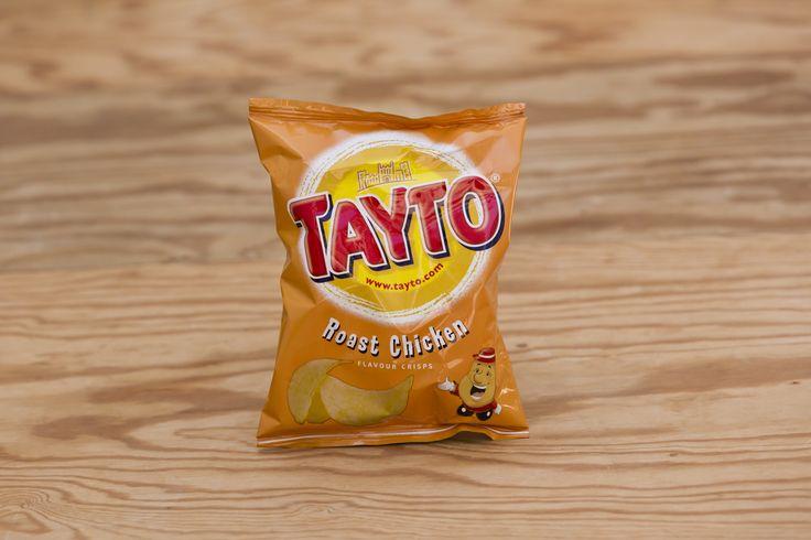 """""""Roast Chicken"""" Kartoffelchips von Tayto. Jede(r), die oder der schon einmal in einem Pub in Irland war, kennt Tayto Chips (im Englischen Tayto Crisps, Chips sind dort Pommes Frittes). Tayto und Crisps sind in Irland oftmals Synonyme."""