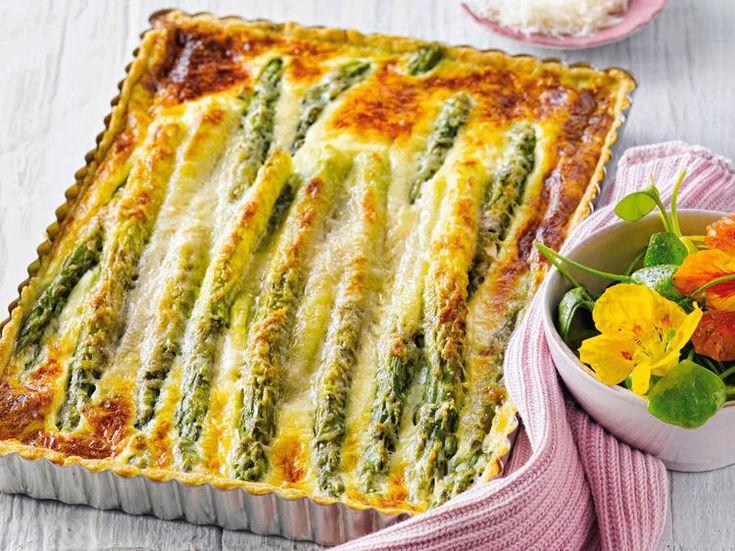Avec les lectrices reporter de Femme Actuelle, découvrez les recettes de cuisine des internautes : Quiche aux asperges vertes
