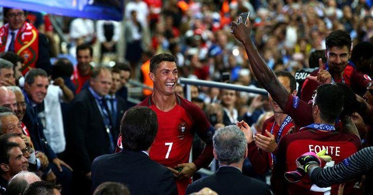 Berita Euro 2016: Momen Terbaik Dalam Karier Ronaldo -  http://www.football5star.com/berita/berita-euro-2016-momen-terbaik-dalam-karier-ronaldo/78248/