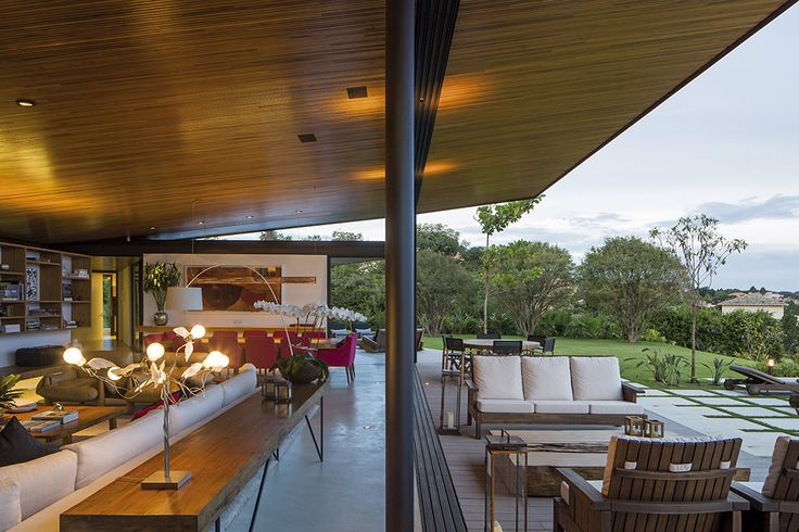 10-z-shaped-home-soflty-inclined-roof.jpg