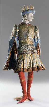 Isabelle de Borchgrave Astonishing paperwork. Blends love of paper and the Middle Ages perfectly.