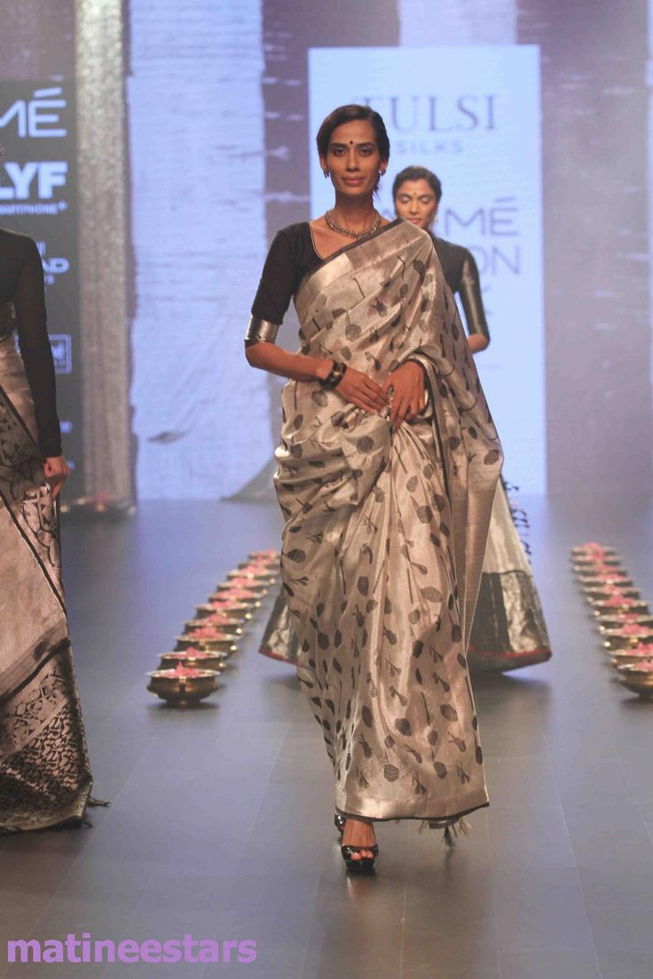 Models Walks For Santosh Parekh At Lakme Fashion Week Winter Festive 2016 - Hot Models Photo Gallery - High Resolution Pictures 32