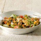 Gebakken mosselen met lente-uitjes op komkommersalade - recept - okoko recepten