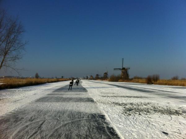 @AronRomeijn Mooi tochtje gemaakt naar Kinderdijk. Echt genieten met dit weer! #natuurijs #molentocht pic.twitter.com/9Z2mLXbl