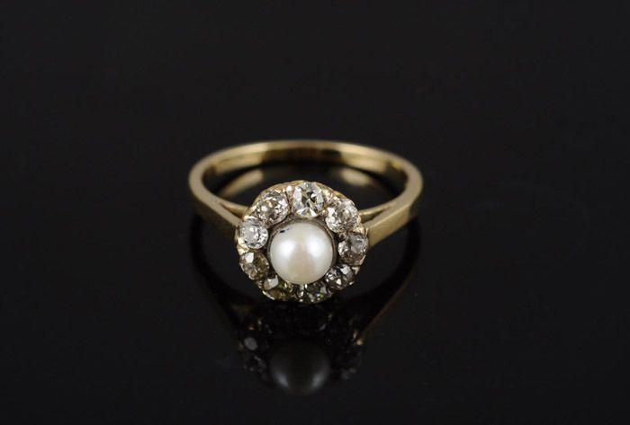 Gouden ring met parel en diamanten