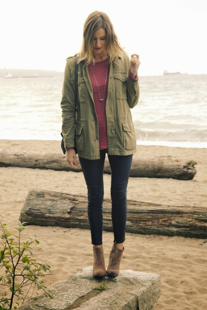 Fall outfit ideas. military jacket. Jeans. Cognac Ankle boots.