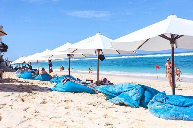 Looking for some #beachtime? Check out Sunday's Beach Club (@sundaysbeachclub)!   @theungasan #thebalibible #balibible #bali #sundaybeachclub #theungasanresort #theungasanclifftopresort #theungasan #balisbestvillas #luxuryvillas #bestviewsinbali #luxuryresort #luxurylifestyle #travelgram #visitbali #theungasan #bouganvillia #weddingaisle #paradise