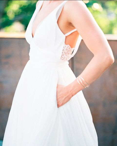WEDDING DRESS STYLES THAT MIX CLASSIC AND BOHO | Weddingful | a-line skirt with pockets bridal gown