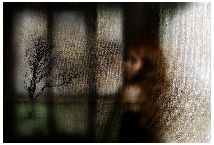 https://flic.kr/p/D8uVSk | Femme à la fenêtre | Woman in window.