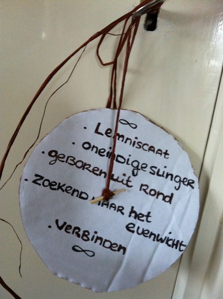 """Lemniscaat, """" elfje"""" op achterkant van dubbele klei lemniscaat (02-2013)"""