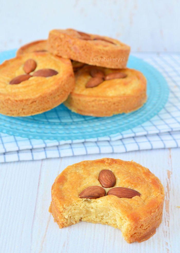 Almond paste filled cookies - rondo's met spijsvulling - Laura's Bakery