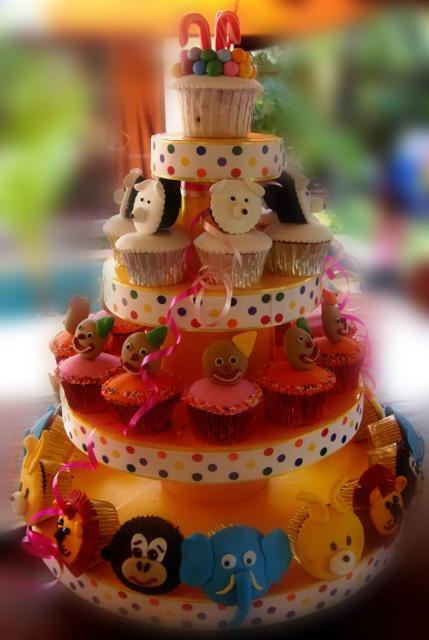 animal cupcakes tower