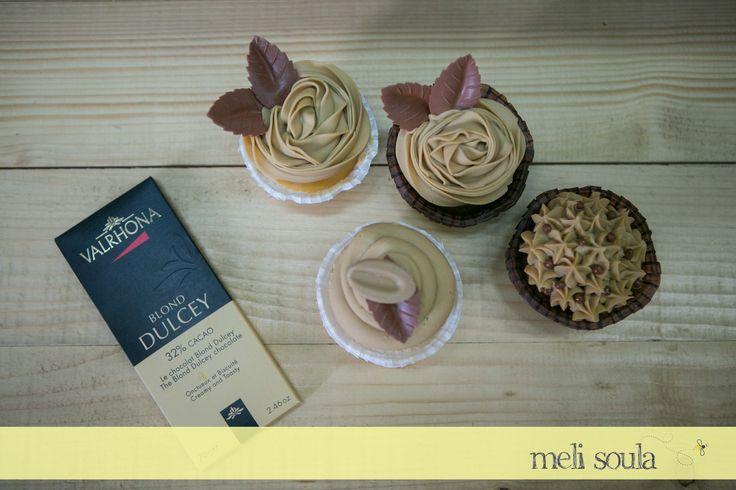 Αμερικάνικα #cupcakes με φινετσάτη γαλλική σοκολάτα Valrhona dulcey Chocolate!!! American Pastry Vs French Pâtisserie...