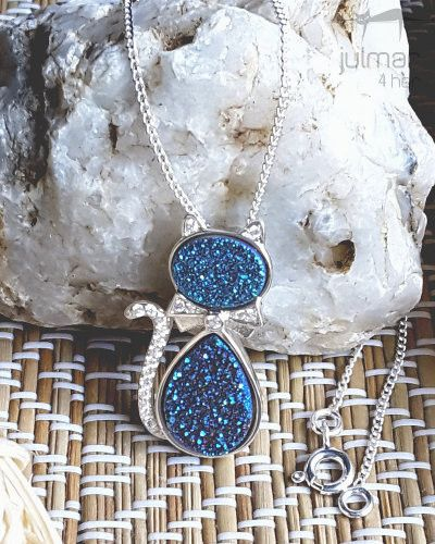 Update your jewelry collection with this modern and stylish cat-shaped pendant. The druzy gemstones are paired with cubic zirconia and beautiful sterling silver to create a chic look. This women's pendant will compliment any range of formal or casual outfits with the inclusion of a 450 mm silver chain. Free Express Shipping in Australia