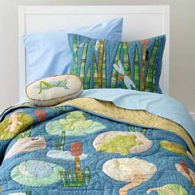 Ever thought about turning your child's love of frogs, snakes and turtles into a bedroom theme? If so, here's a fun critter quilt that could act as a great focal point for your bedroom makeover project.