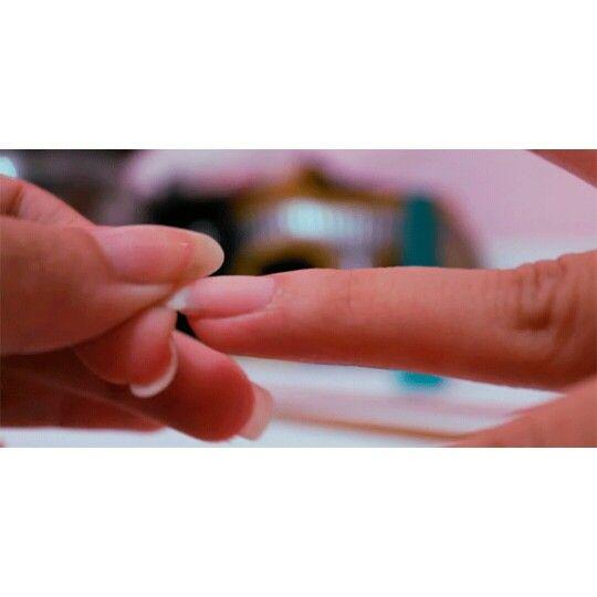 #Unha #quebrada? Sim ela tem #cura.   Assista ao vídeo: http://bit.ly/1yLn8VY   #manicure #pedicure #esmaltes #unhas #nails #nail