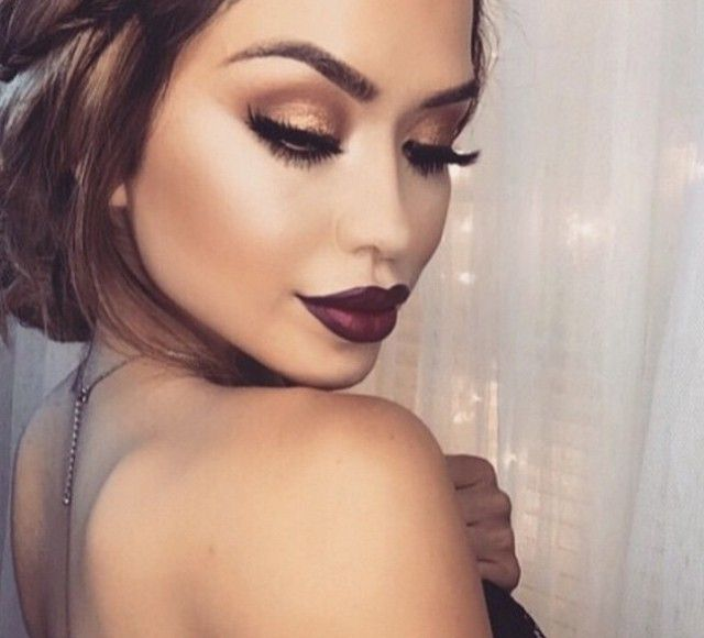 """Red wine lips and warm tones on the eyes with Morphe shadows! This Fall look is a dream come true! No one does it quite like @iluvsarahii @iluvsarahii…"""