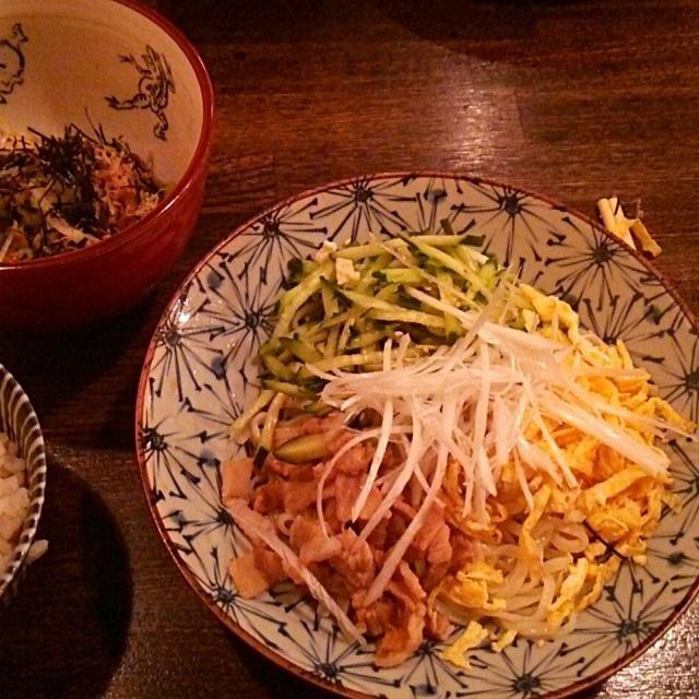 賄い飯♪ 喜多方麺の冷やし中華、ジャコ玉ねぎサラダ、とろろ納豆、雑穀飯。 美味しゅうございました。(*´ω`*) - 25件のもぐもぐ - 賄い飯♪  喜多方麺の冷やし中華。 by Gauchesuzuki