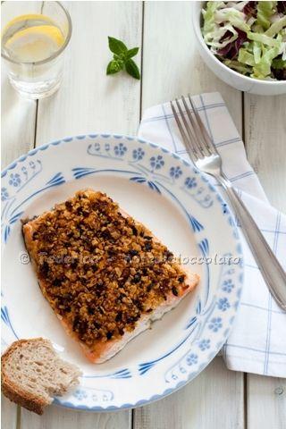 Filetti di salmone in crosta con pomodori secchi e olive. E' tardi! E' tardi!