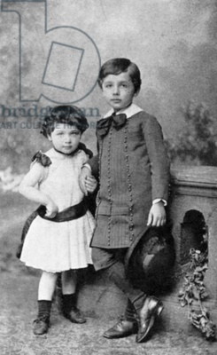The man whose brain is now an app...Albert Einstein (1879-1955) German-Swiss mathematician: Relativity. Einstein and his sister Maja as small children / Universal History Archive/UIG