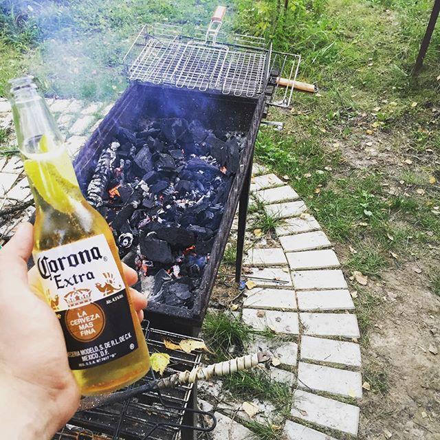 Лето, пока-пока! #бьютиблогер #corona #beauty #coronaextra #beer #bbq #шашлык #шашлыки #россия #russia #пиво #дача #summer #weekend #instalike #instadaily #выходные #отдых #корона #газманов