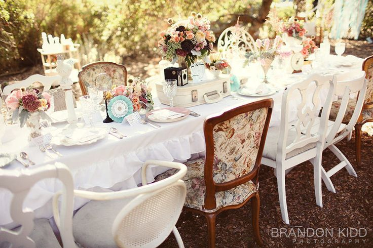 Vintage table setting. eclectic: Mismatched Chairs, Tables Sets, Vintage Wedding, Shabby Chic, Alice In Wonderland, Vintage Teas, Gardens Parties, Vintage Inspiration, Teas Parties