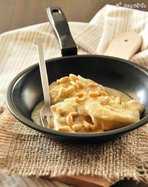 Raviolis de setas y trufa con salsa de queso y piñones - L'Exquisit