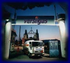 VERSILGAS srl nata nel 1986 svolge il servizio di servizio di distribuzione del G.P.L. in bombole e piccoli serbatoi, fuori terra e interrati a tutti i settori industriali e ai privati.