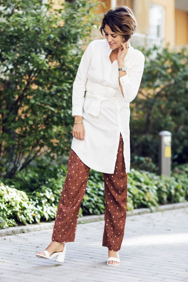 Nina Campioni classic #OOTD - polkadot pants! Love! White shoes - always a fave and long white shirt, classic with a twist. For more pics on the look and more style - welcome to my blog at ELLE.