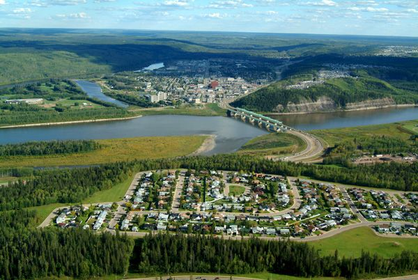 Google Image Result for http://upload.wikimedia.org/wikipedia/commons/2/20/Fort_mcmurray_aerial.jpg