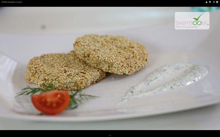 Chiftele de peşte cu susan. Reţeta o puteţi găsi aici în format text dar şi video: http://www.babyboom.ro/chiftele-de-peste-cu-susan/