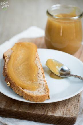 Vi dico subito la cosa più importante: il burro di mele è semplice, ma così buono!! È un burro spalmabile e consistente, a base di sole mele