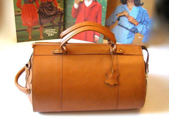 ETSY - VINTAGE 80s superbe sac en cuir forme bowling doublure textile écru 2 poignées bien solides fermeture pas long zip qui fonctionne parfaitement